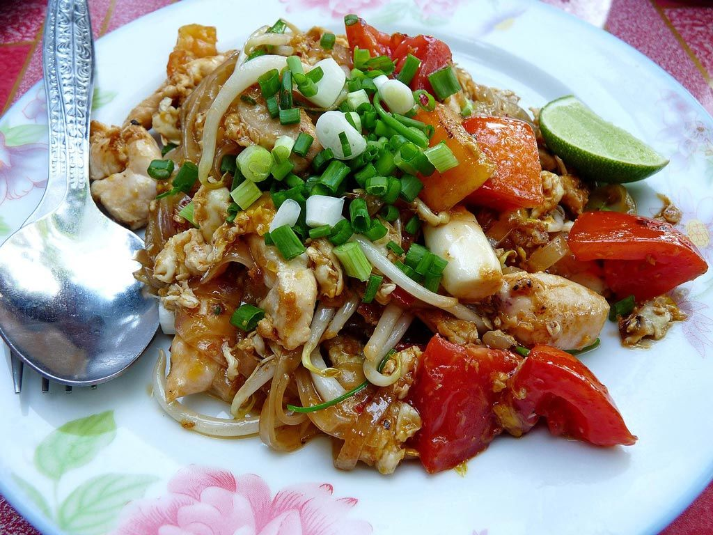 thailand travel advice | eat with a spoon