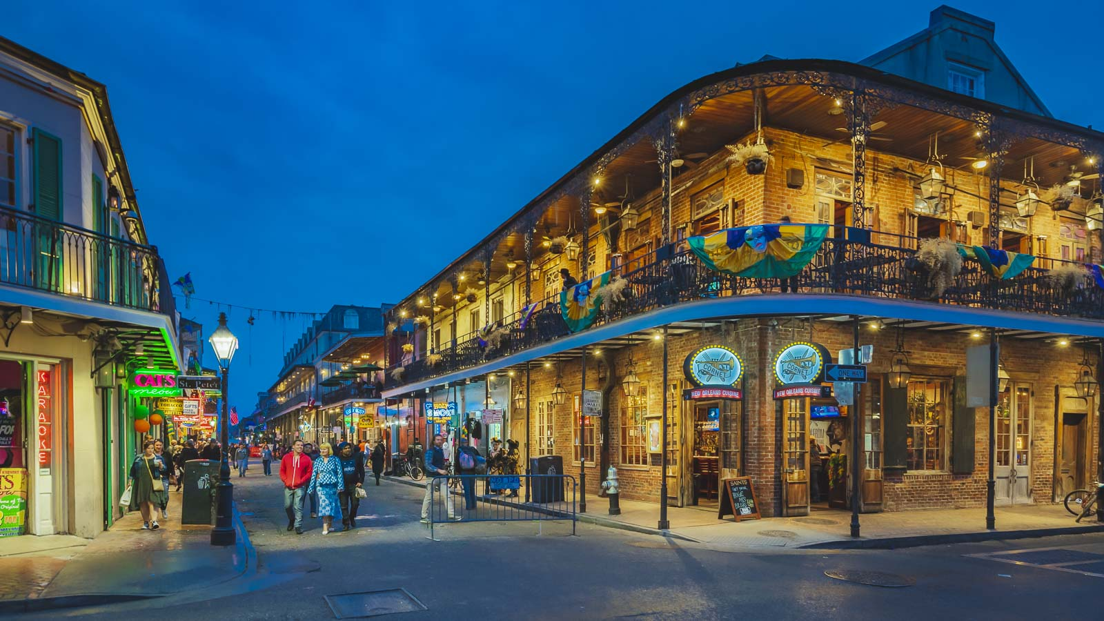 new orleans things to do bourbon street at night